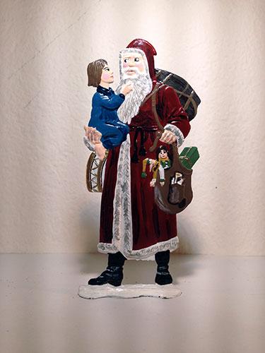 BavPewter_Santa_CarriesChild